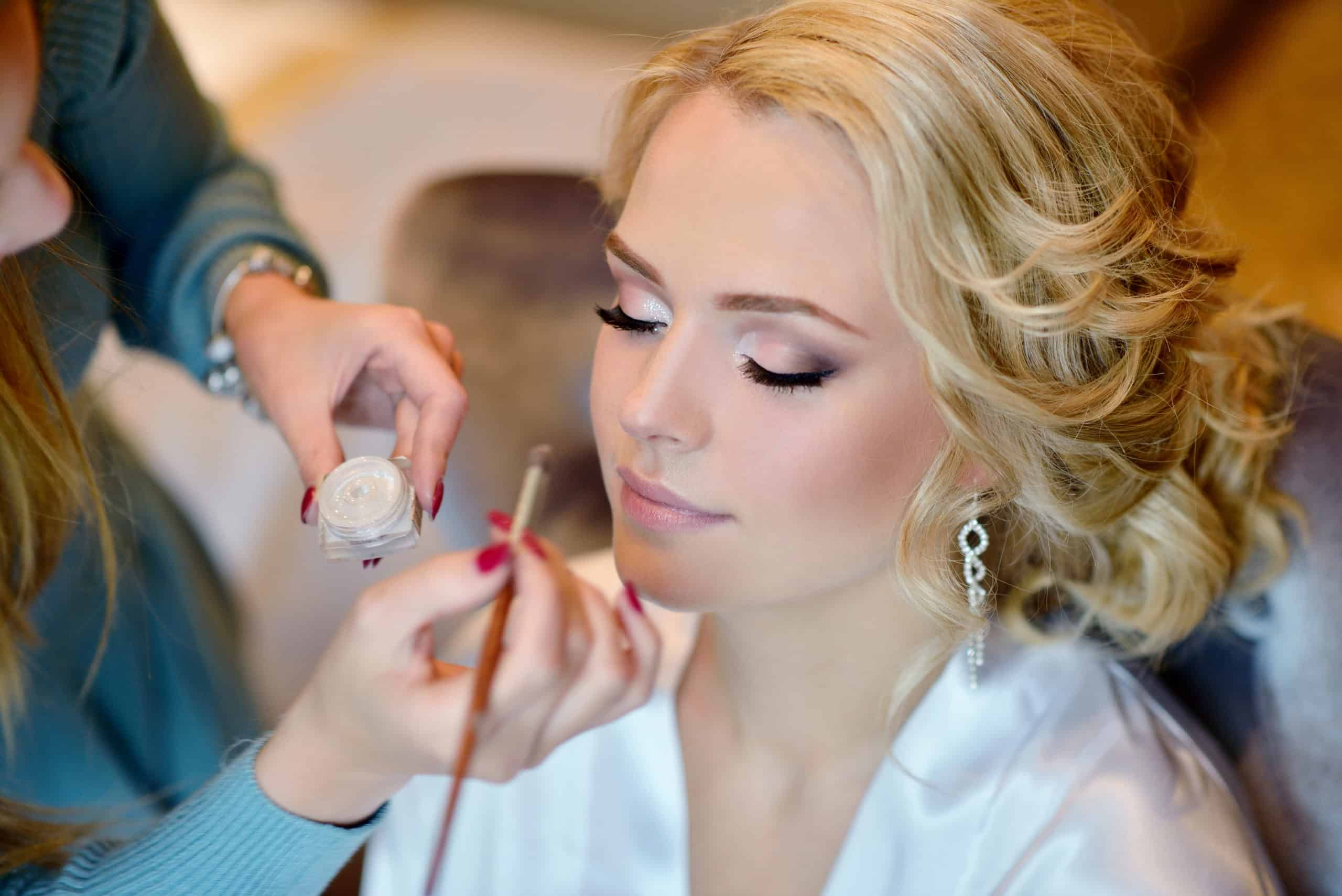 How to become a professional makeup artist