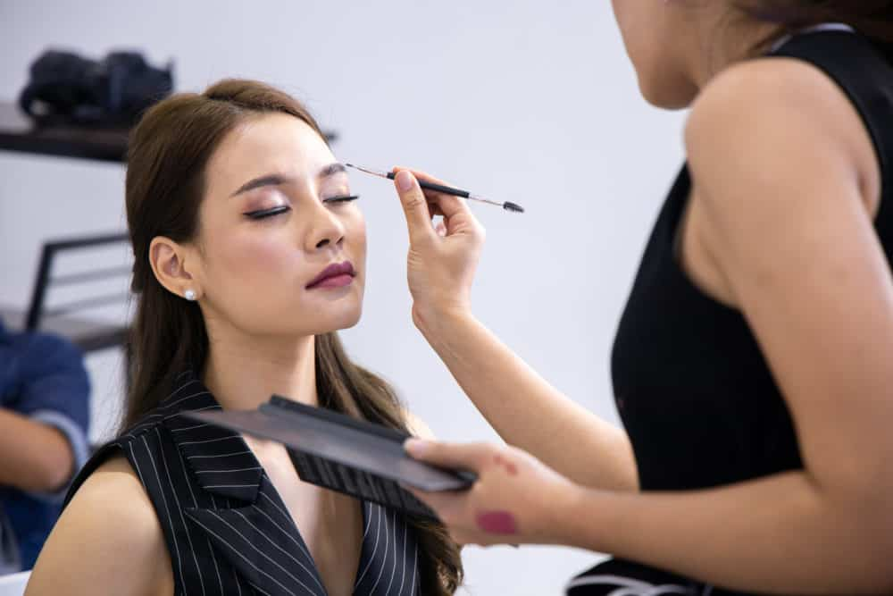 Professional Makeup Artist: What To Consider While On The Job -